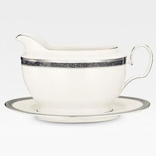 Verano 18 oz. Gravy Boat with Tray